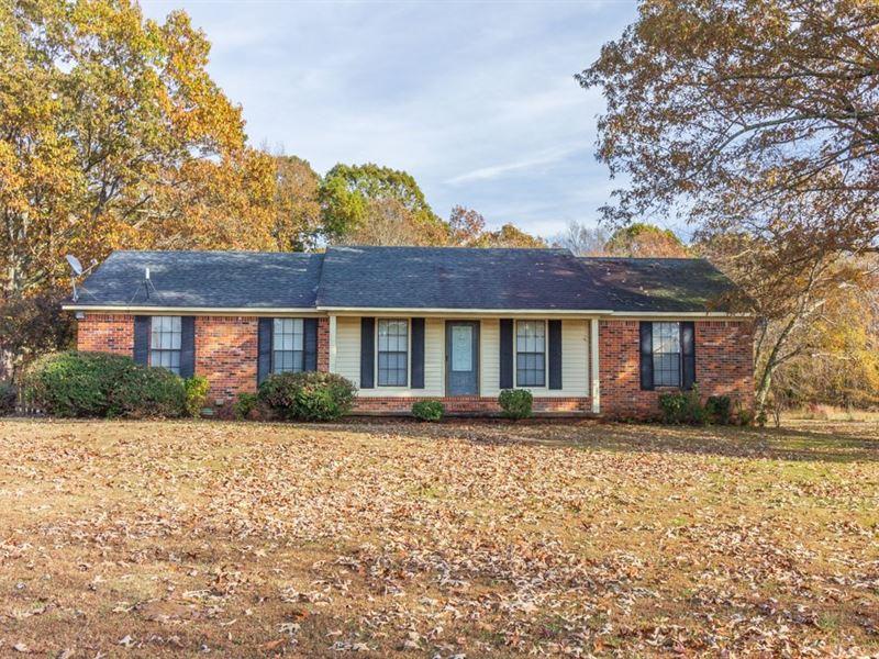 Brick Home 6 Acres Near Selmer, TN : Selmer : McNairy County : Tennessee