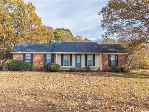 Brick Home 6 Acres Near Selmer, TN : Selmer : McNairy County : Tennessee