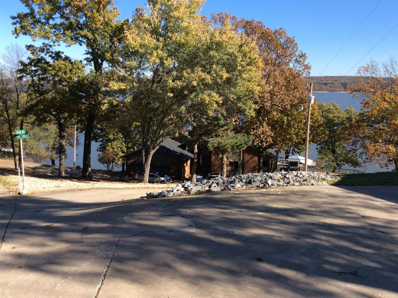 Lakefront Home : Pryor : Mayes County : Oklahoma