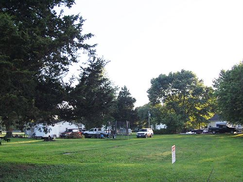 Great Lot In Peaceful Community : Staunton : Macoupin County : Illinois