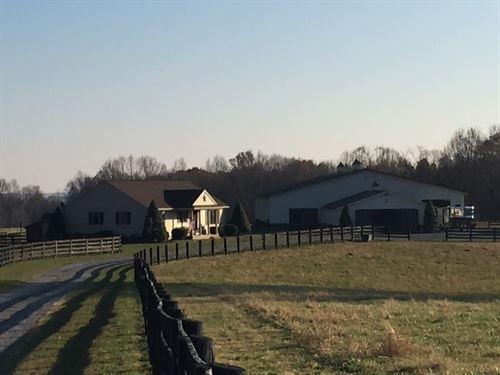 Kentucky Horse Farm-Morton Barn : Columbia : Adair County : Kentucky