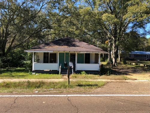 Home And 1.4 Acres : McComb : Pike County : Mississippi