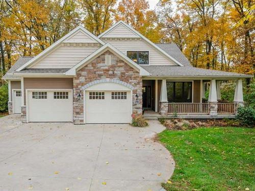 Custom Home, Gull Lake View Golf : Richland : Kalamazoo County : Michigan