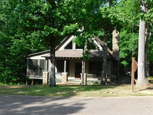 Cabin Tennessee Pickwick Lake : Savannah : Hardin County : Tennessee