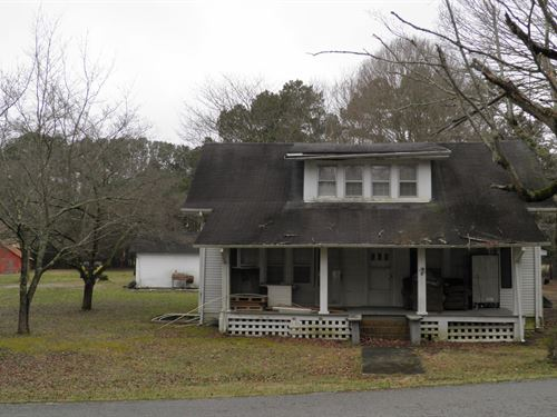 Farmhouse Fixer Upper : Hillsboro : Coffee County : Tennessee