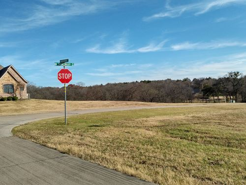 Corner Lot In Lake Ridge Cedar Hill : Cedar Hill : Ellis County : Texas