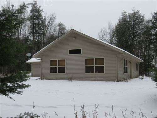 Northwoods Feel With Hunting & Home : Butternut : Price County : Wisconsin