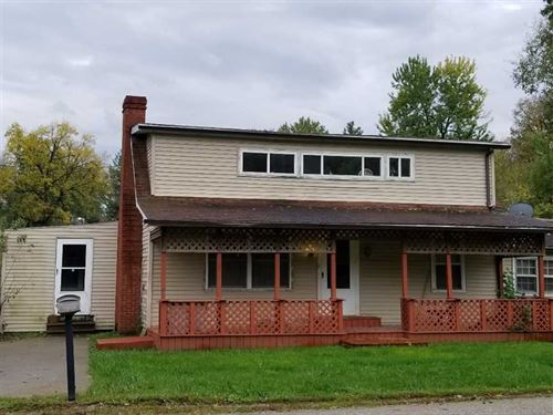 Auction, 3Br/2Ba Home For Sale in : Mystic : Appanoose County : Iowa