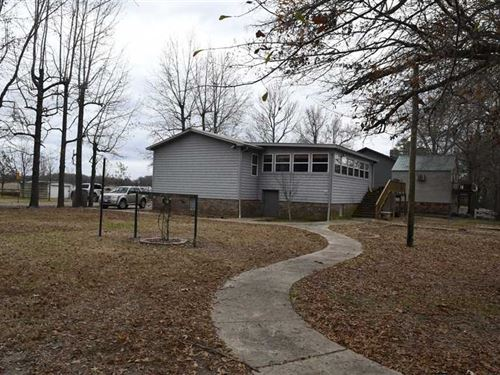 1820 Sqft Cabin With Large Boat do : Holly Grove : Monroe County : Arkansas