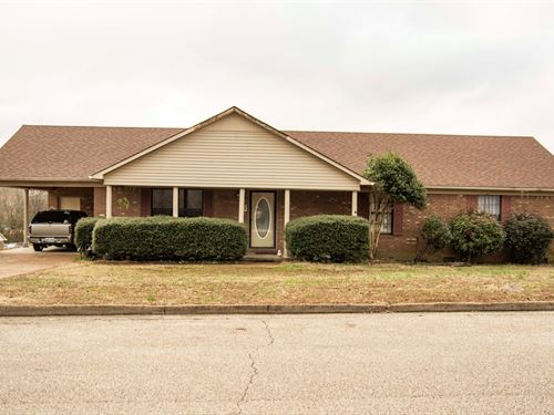 Charming 4 Bedroom Home Located : Lexington : Henderson County : Tennessee