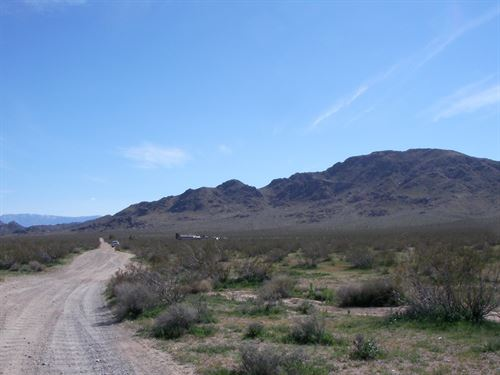 Beautiful Scenic Land, Easy Access : Lucerne Valley : San Bernardino County : California