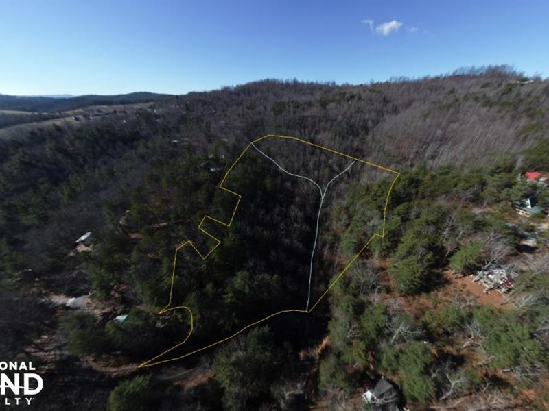 Creekfront Land/Lot in Whimsical MO : Hendersonville : Henderson County : North Carolina