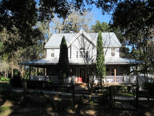 Florida Country Styled Homestead : Brooksville : Hernando County : Florida