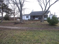 Country Home On The Edge Of Town : Belleview : Iron County : Missouri