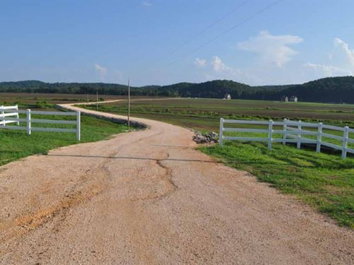 Beautiful Riverfront Farm : Clifton : Perry County : Tennessee
