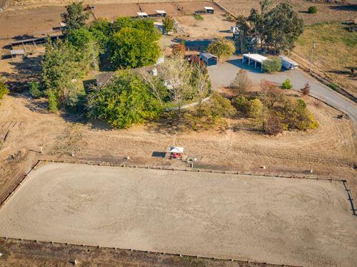 Conveniently Located Horse Estate : Loma Rica : Yuba County : California