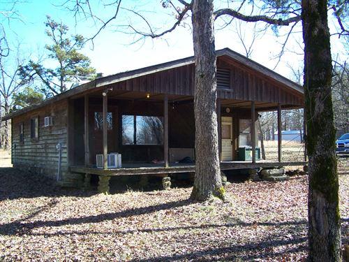Cabin In Ozarks Of Arkansas : Tilly : Searcy County : Arkansas