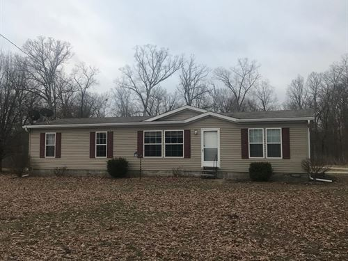 Well Maintained Country Home : Martinsville : Crawford County : Illinois