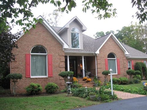 Custom Built Ranch Style Home : Stuart : Patrick County : Virginia