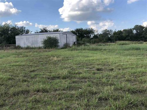 Fenced Acreage With Pond And Barn : Pattonville : Lamar County : Texas