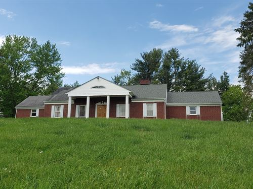 Spacious Brick Home, Acreage North : North Tazewell : Tazewell County : Virginia