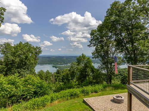 Cherokee Lake Custom Log Home : Mooresburg : Hawkins County : Tennessee