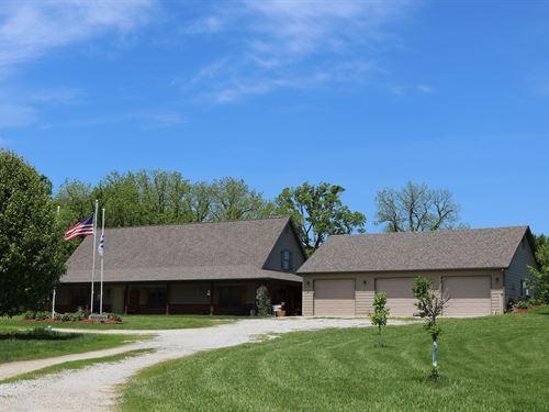 Extraordinary 1.5 Story Earth : Prairie Home : Cooper County : Missouri
