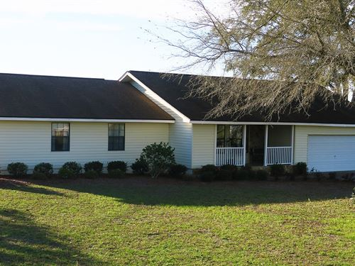 Immaculate Home Country Setting : Lake City : Columbia County : Florida