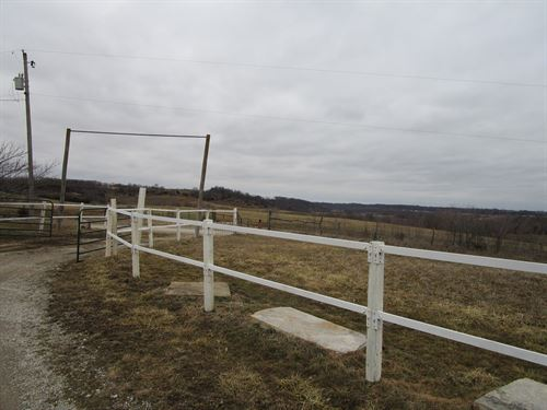 Home In Country on 4.93 Acres M/L : Atchison : Leavenworth County : Kansas