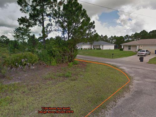 Corner Lot, Lehigh Acres Florida : Lehigh Acres : Lee County : Florida