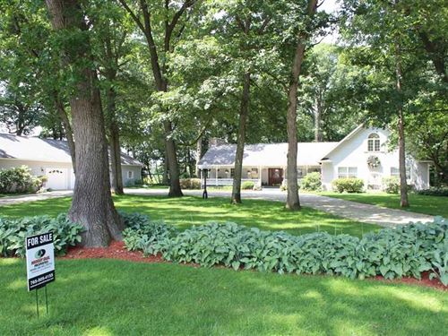 The Bennett Home on 39 Acres : Grovertown : Starke County : Indiana