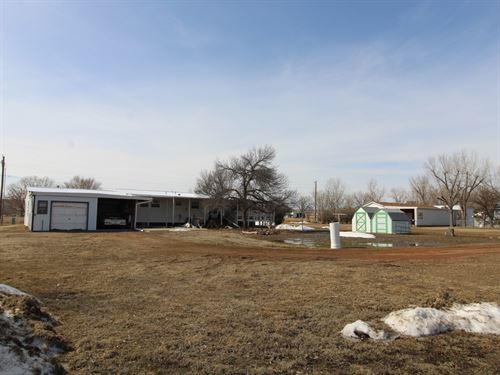 Home With Acreage in Glendive MT : Glendive : Dawson County : Montana
