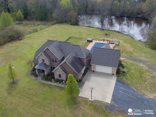 Gorgeous Brick Home Steps From City : Mena : Polk County : Arkansas