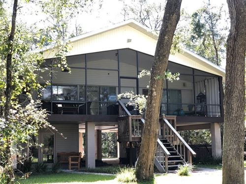 2/2 Suwannee Riverfront Home : Branford : Lafayette County : Florida