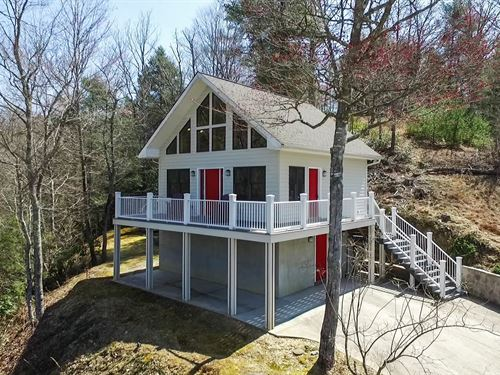 Gorgeous Custom Cottage New River : Galax : Carroll County : Virginia