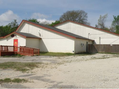 Commercial Building Inside Loop : Palestine : Anderson County : Texas