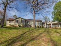Home Overlooking Fifth Fairway Golf : Selmer : McNairy County : Tennessee