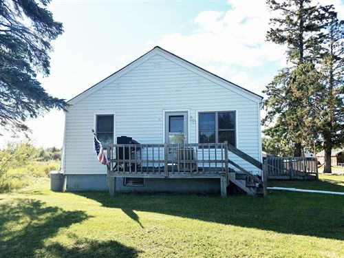 Country Home Located International : International Falls : Koochiching County : Minnesota