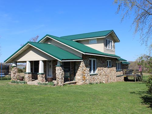Hobby Farm And Beautiful Rock Home : Mansfield : Wright County : Missouri