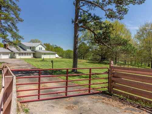 Large Home Beautiful Horse Ranch : Counce : Hardin County : Tennessee