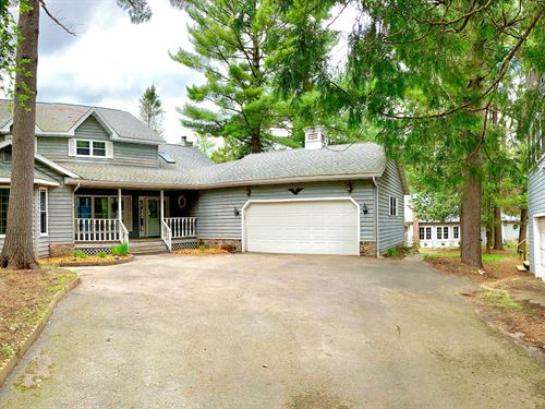Chain O' Lakes Home & Cottage : Waupaca : Wisconsin