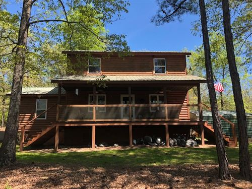 Cabin Overlooking Pond : Mauk : Taylor County : Georgia