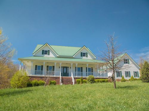 Large 4 Bedroom 4.4 Bathroom Home : Bluefield : Tazewell County : Virginia