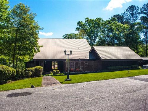 Beautifully Designed Home Located : Luverne : Crenshaw County : Alabama