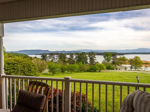 Luxurious Douglas Lake View Estate : Dandridge : Jefferson County : Tennessee