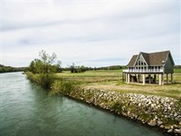 Current Riverfront Large Cabin For : Doniphan : Ripley County : Missouri