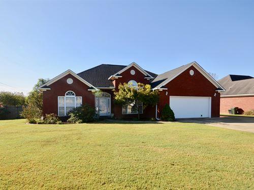 1608 Crown Pointe Drive : Hartselle : Morgan County : Alabama
