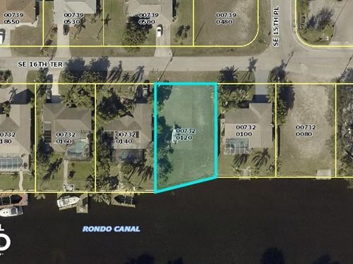 Salt Water Lot With a Sea Wall in : Cape Coral : Lee County : Florida