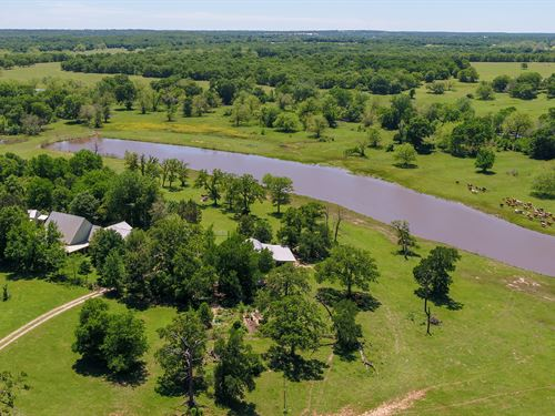 Beautiful Ranch With Two Homes : Rockdale : Milam County : Texas