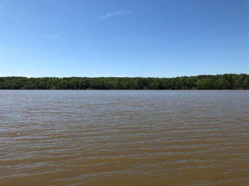 Lakeside Retreat Buggs Island Lake : Buffalo Junction : Mecklenburg County : Virginia